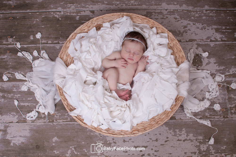 Frederick MD, Leesburg VA, Gettysburg PA, Rockville MD, Hagerstown MD, Washington DC, Northern VA, Baltimore MD, Bethesda MD, MD, VA, WV, PA, Fun, Creative, Experienced, Affordable, Newborn Photographer, Newborn Photography, Baby Photographer, Baby Photography, digital files included, MD Baby Photographer