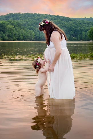 Maternity Photographer Frederick MD