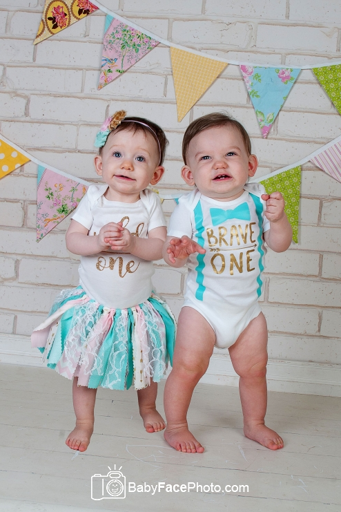 one year old twins in birthday outfits